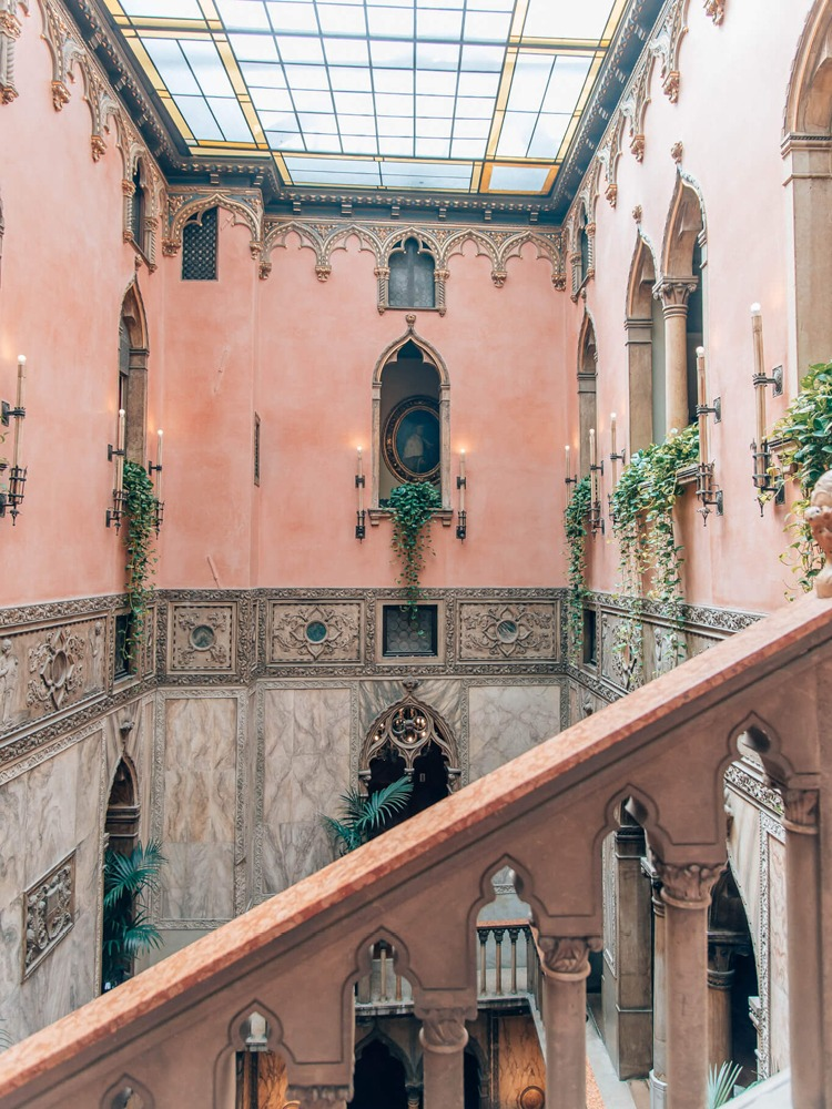 Colors That Go With Pink_Architecture_Hotel Danieli in Venice Italy_4