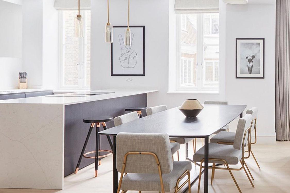 Kitchen Peninsula Holding images Featured Image