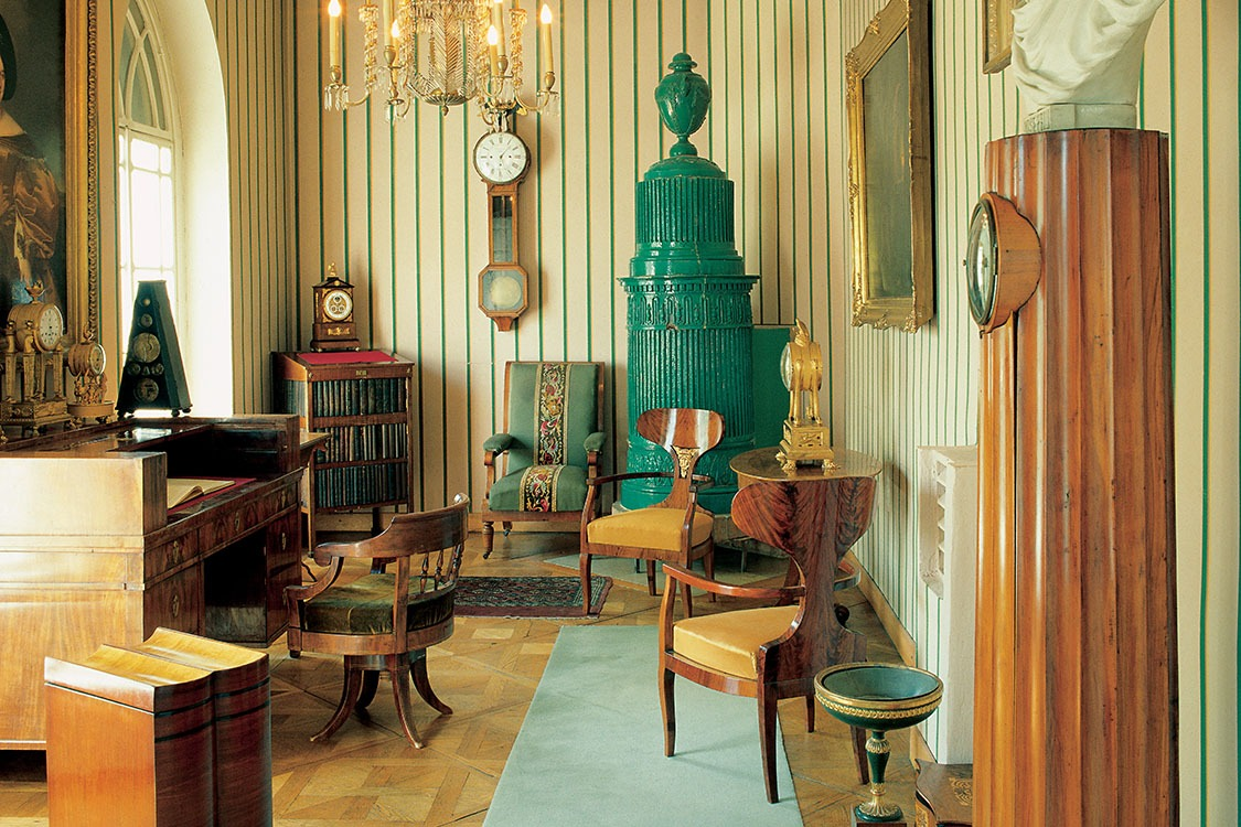 Biedermeier Design Style_Holding images_Featured Image