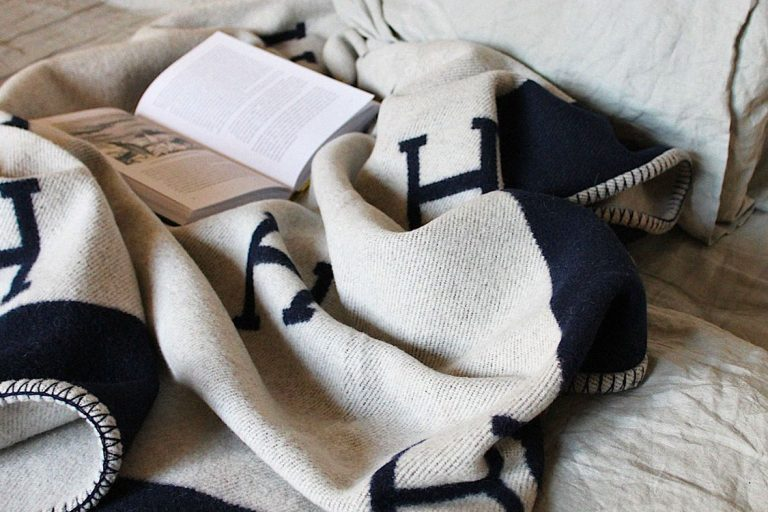 Hermes Blanket _ Holding 2_Featured Image