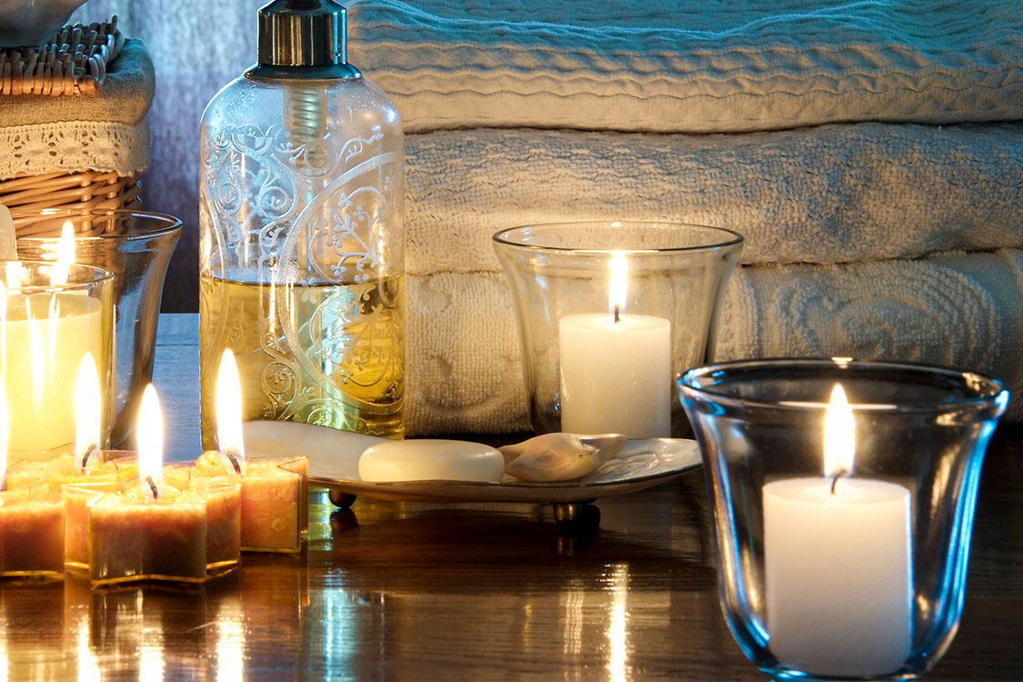 Glass Candle Holder _ Holding_Featured Image